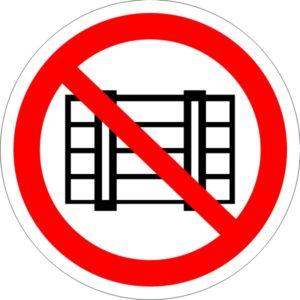 P 12. Запрещается загромождать проходы и (или) складировать