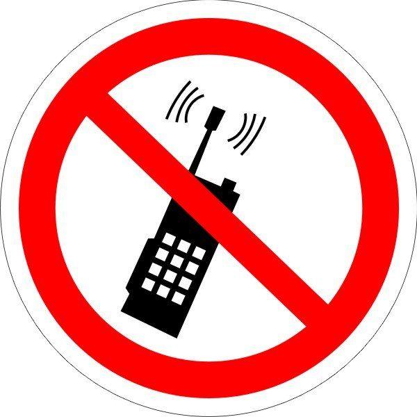 P 18. Запрещается пользоваться мобильным (сотовым) телефоном или переносной рацией