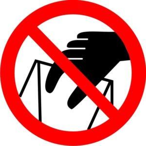 P 33. Запрещается брать руками. Сыпучая масса (Непрочная упаковка)